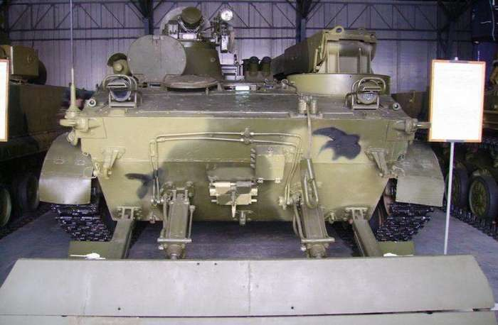 Бронированная ремонтно-эвакуационная машина -БРЭМ--13 фото-