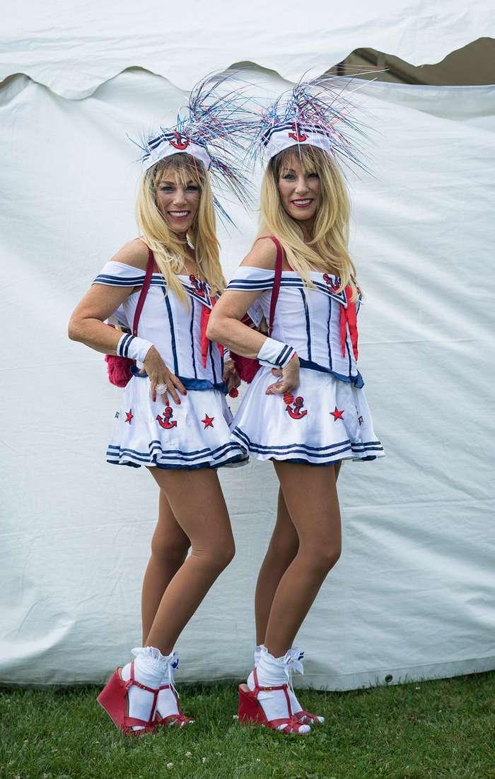 Близнецы съехались на тематический фестиваль, с гордостью демонстрируя себя зрителям-22 фото-