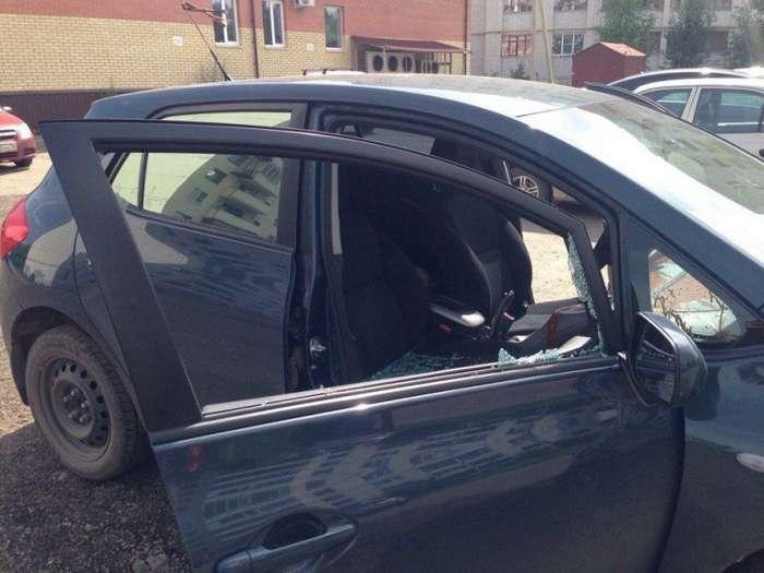 В Ярославле местной жительнице налили в салон авто краски-4 фото-