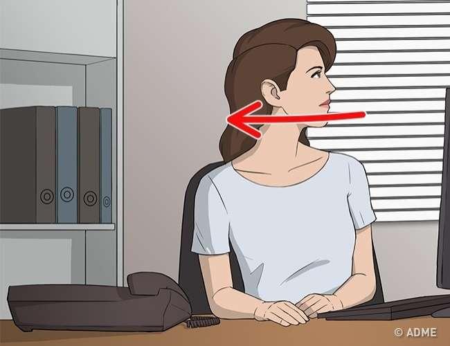 8упражнений для здоровой спины, которые можно делать прямо зарабочим столом