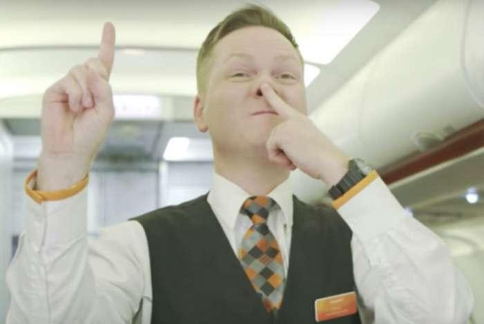 Загадочный язык жестов бортпроводников-10 фото-
