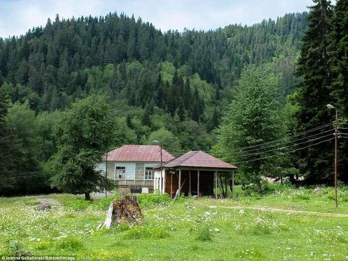 Заброшенный курорт для кремлевской элиты в -грузинской Швейцарии-: взгляд изнутри-18 фото-