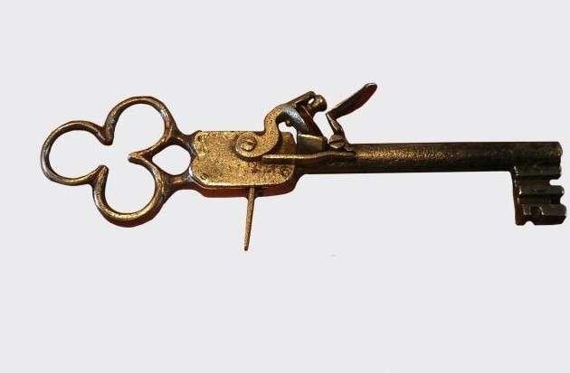 Пистолет-ключ-19 фото-