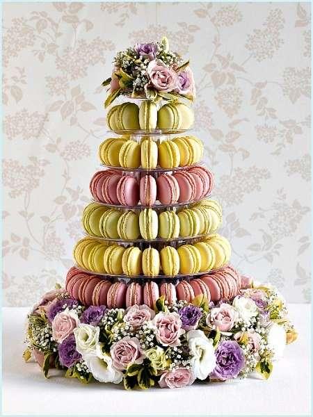 Необычные свадебные торты и праздничные десерты (17 фото)