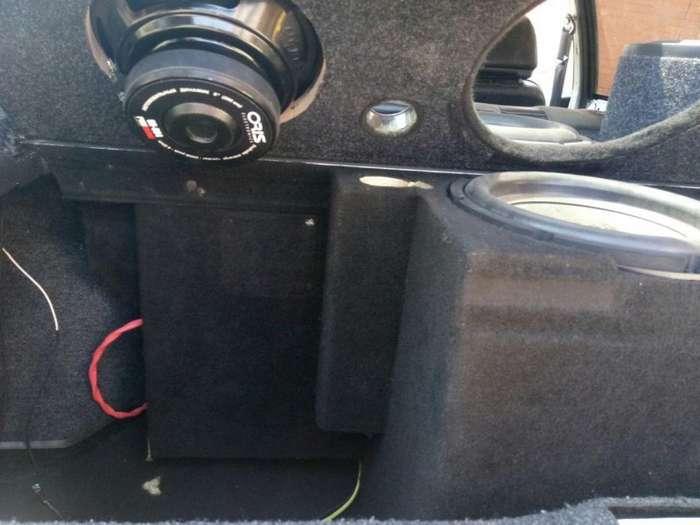 Любитель автозвука всегда находит место, куда установить еще один динамик-6 фото-