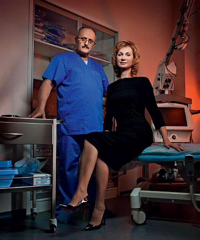 Как выглядят жены и подруги знаменитых пластических хирургов. Топ 8 пар мира-9 фото-
