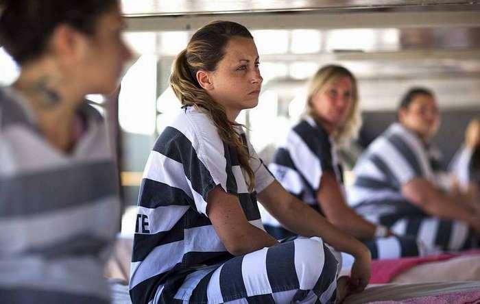 Жизнь женщин-заключенных в тюрьмах разных стран мира-35 фото-