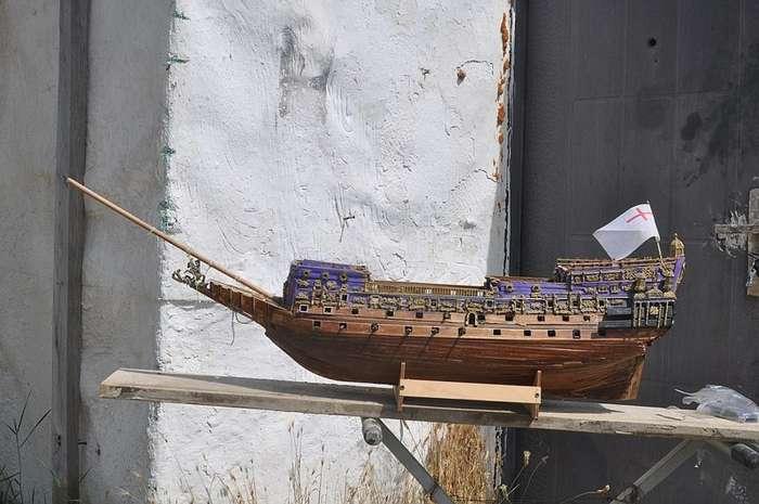 Крымский Ной строит под Меганомом гигантский парусник-8 фото + 3 видео-
