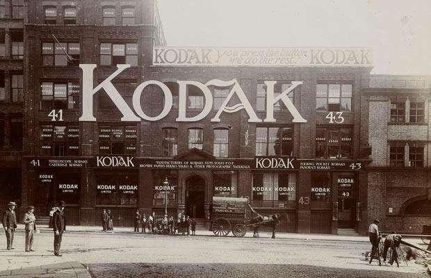 Истории того, как появились всемирно известные компании-25 фото-