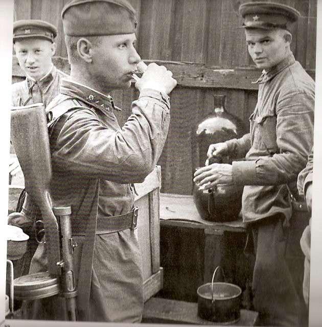 22 августа 1941 года вошло в историю как -день рождения- знаменитых -наркомовских ста граммов--12 фото-