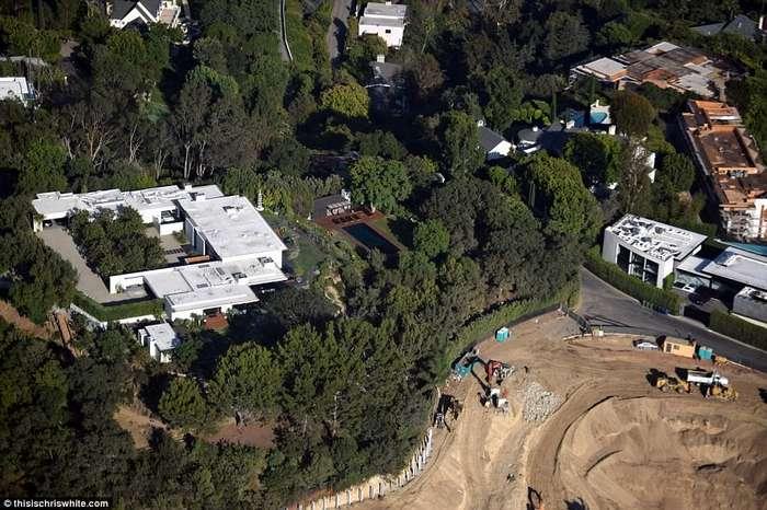 У Дженнифер Энистон появился -замечательный- сосед-10 фото-