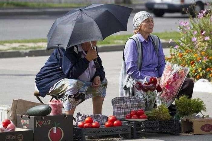 Расследование -КП-: кто стоит за торгующими у метро бабушками-5 фото-