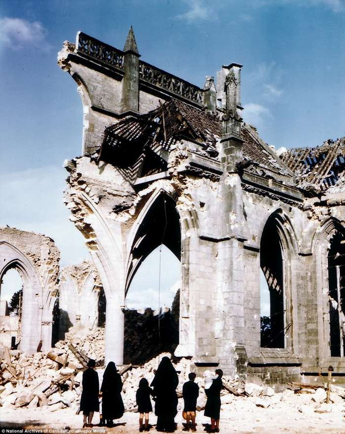 Высадка в Нормандии в 1944 году - фотографии в цвете-24 фото-