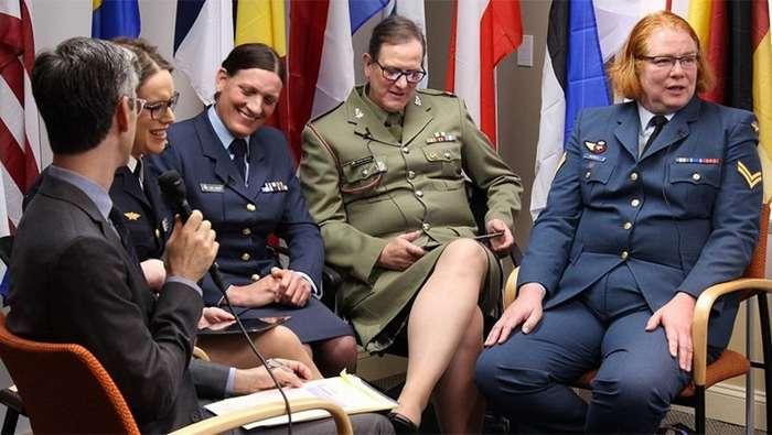 Огромные расходы и беспорядок: Трамп запретил прием трансгендеров в армию-4 фото-
