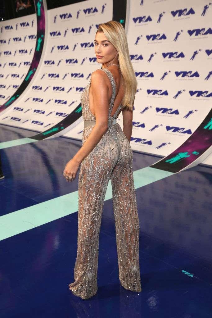 Самые откровенные наряды знаменитостей на премии MTV-2017-19 фото-
