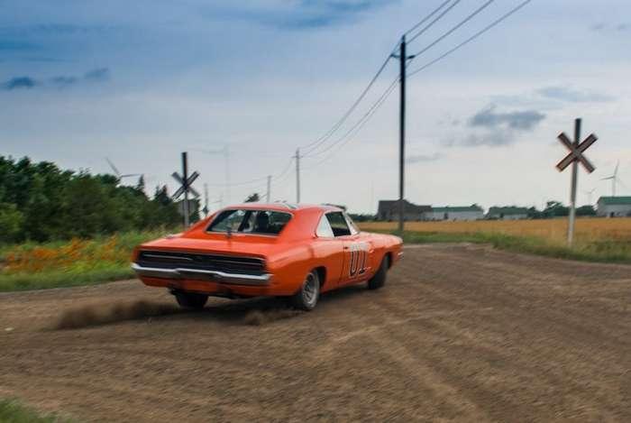 Когда хозяева придурки, а ты звезда: Dodge Charger -General Lee--18 фото + 2 видео-