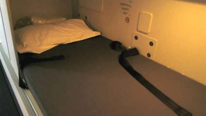 Секретные спаленки стюардесс на дальних перелетах