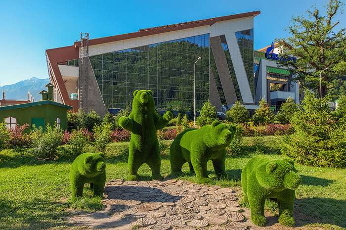 Удивительные зеленые скульптуры сочинского парка