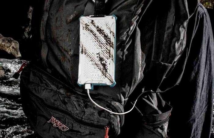 Неубиваемый внешний аккумулятор, которому не страшны вода и пуля