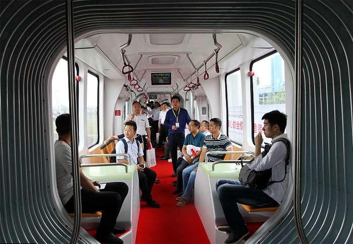 Трамвай, которому не нужны рельсы и провода, появился на улицах китайских городов