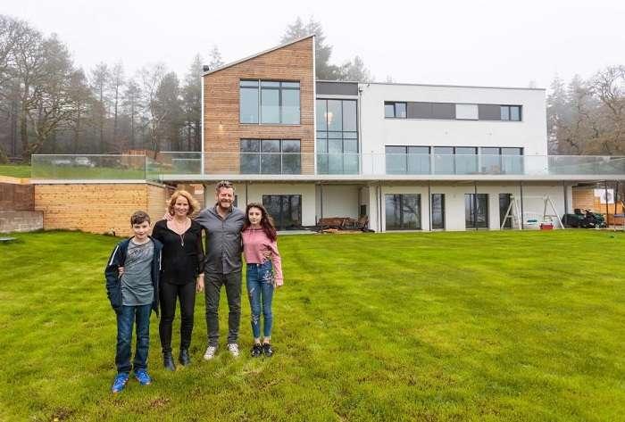Семья заказала огромный дом, который построили всего за 4 дня