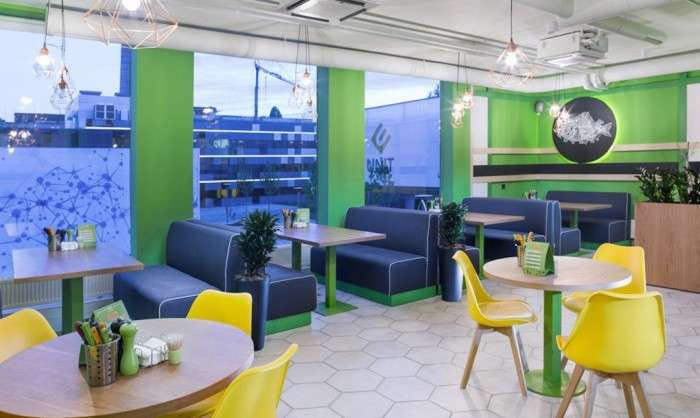 Морские контейнеры и немного креатива: студенческое кафе от украинских архитекторов