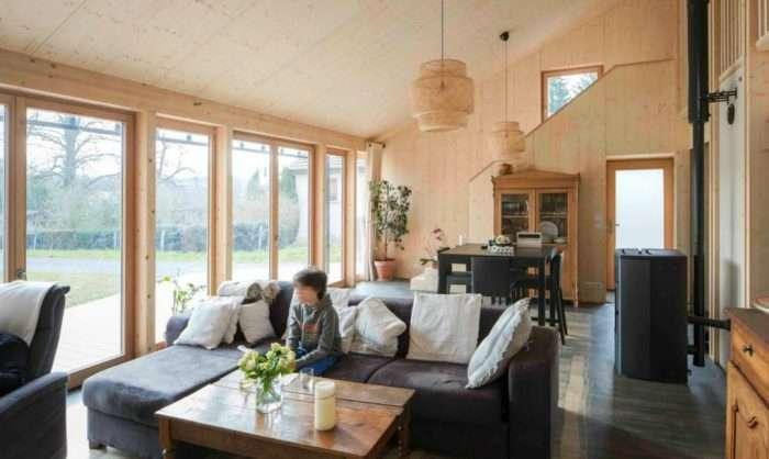 Проще - не значит хуже: дом из натуральной древесины для молодой семьи