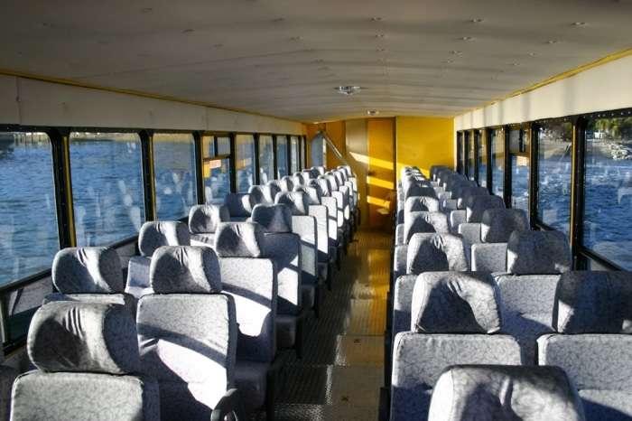 Автобус-амфибия, который уверенно держится на дороге и на воде