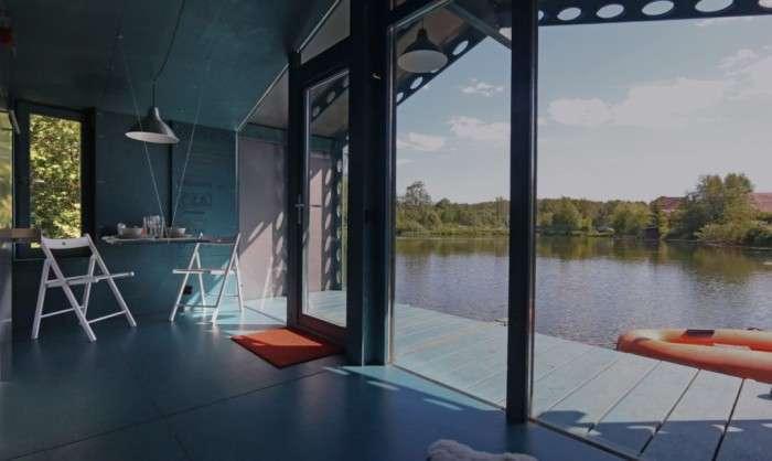 Отдых прямо на воде: плавучий дом в Подмосковье