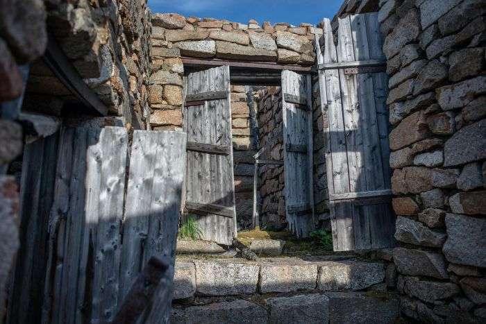 Развалины лагеря -Бутугычаг- в Магаданской области (24 фото)