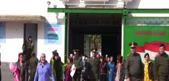 Посольство РФ в Таджикистане не оказало никакой помощи россиянке Татьяне Хужиной, которую уже три месяца не выпускают из страны и угрожают посадить