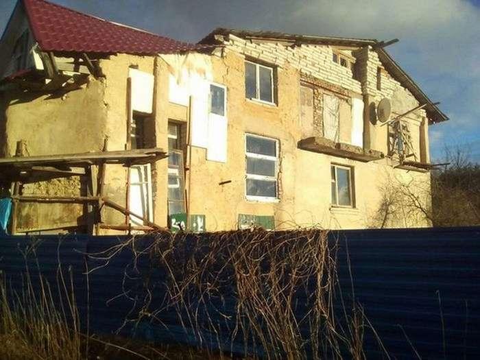 Когда очень хочется большой дом, но бюджет не позволяет (5 фото)