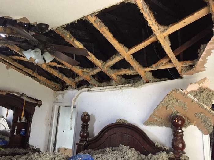 Если в твой дом попадает молния&8230; (5 фото)