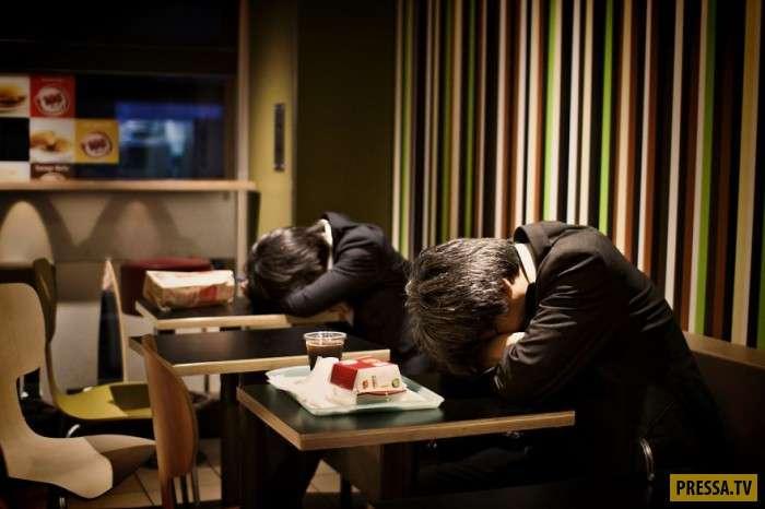 Жизнь японских офисных служащих в фотографиях Дэвида Тесинского (27 фото)