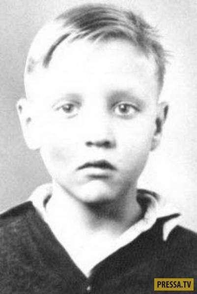 Знаменитости в детстве (29 фото)