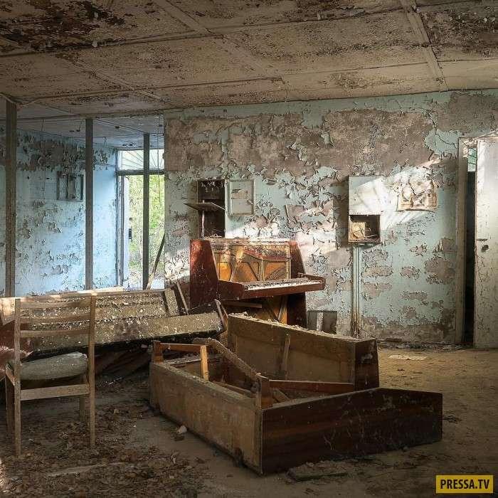 Очень атмосферные заброшенные здания (9 фото)