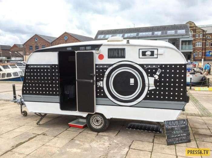 Фотограф превратил свою машину в огромный фотоаппарат (12 фото)