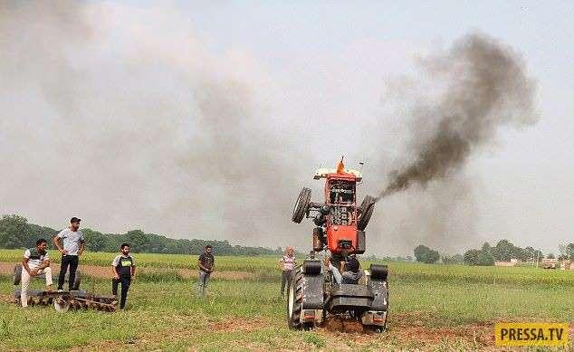Сложные трюки на тракторе от индийского фермера (6 фото + видео)