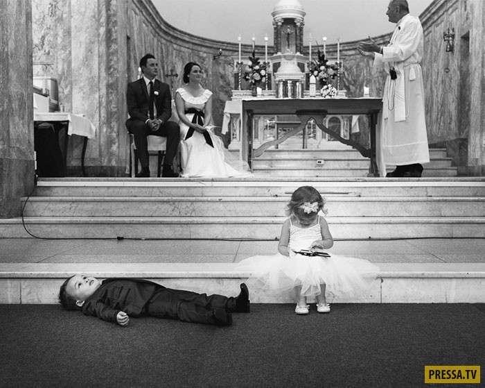 Детки отжигают на свадьбах – подборка уморительных фото (21 фото)
