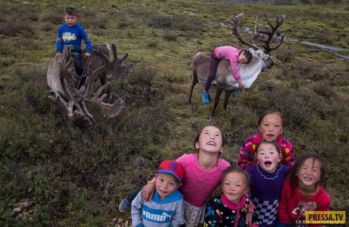 Фотограф показал, как живут дети Тайги (12 фото)