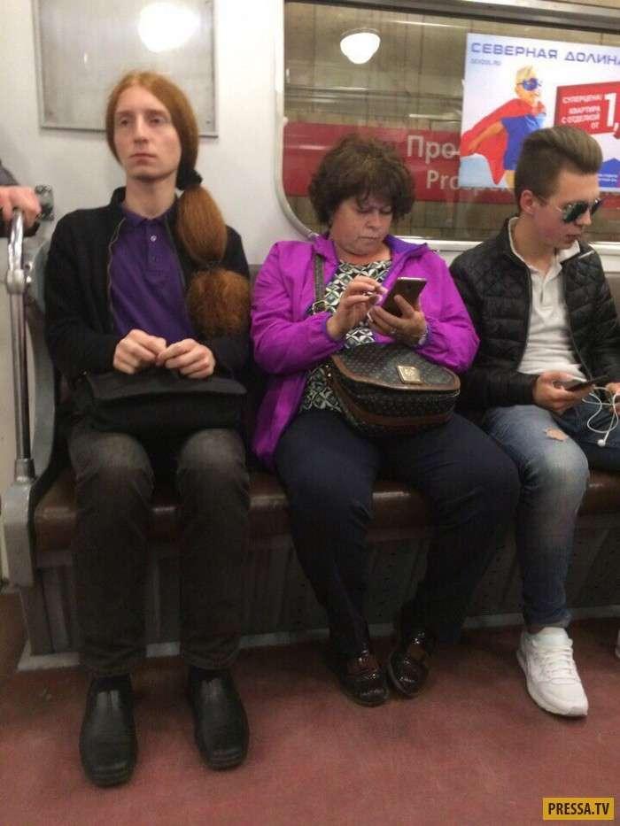 Странные и забавные люди из метро (35 фото)