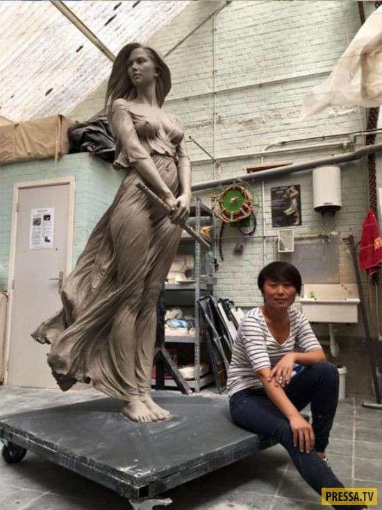 """""""Живая"""" статуя девушки (4 фото)"""