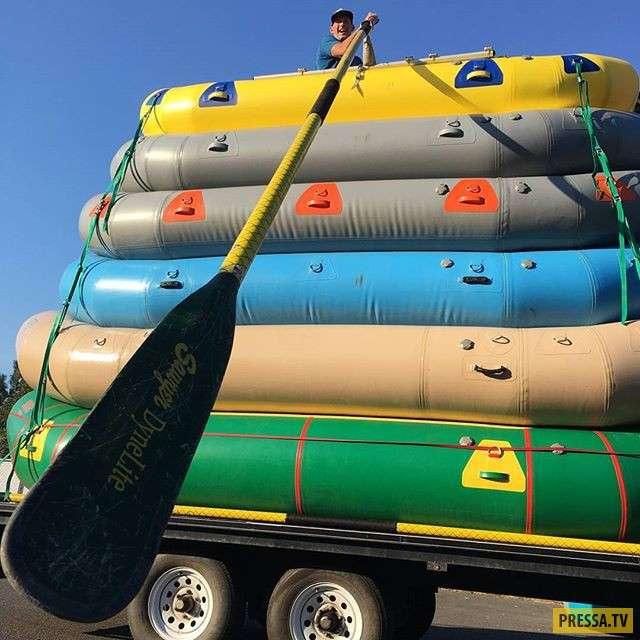 Экстремальный сплав на 6-ти лодках одновременно (2 фото + видео)