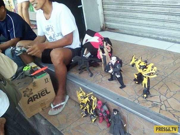 Филлипинец создает из старых шлёпанцев крутых роботов! (11 фото)