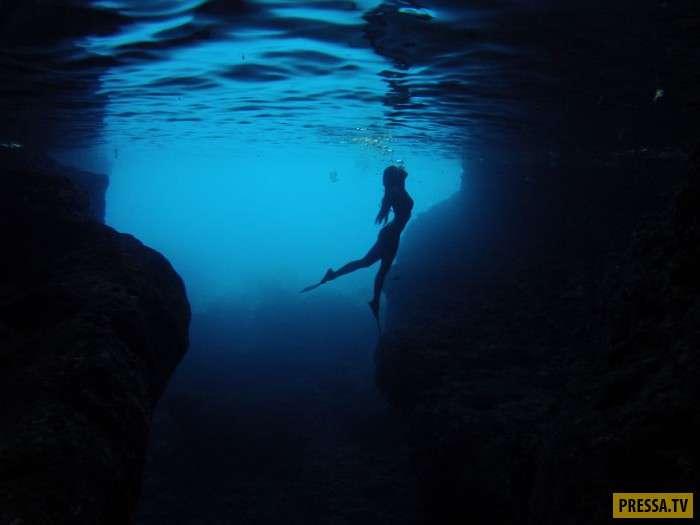 Фотограф запечатлел всю красоту океана и женщин (5 фото)
