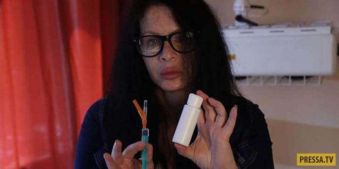 Актриса из Германии Мануш делает иньекции древних бактерий, чтобы продлить жизнь (6 фото)
