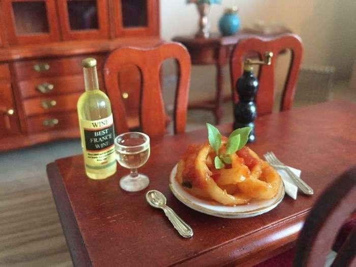 Миниатюрная кухня 1:12 с настоящими блюдами