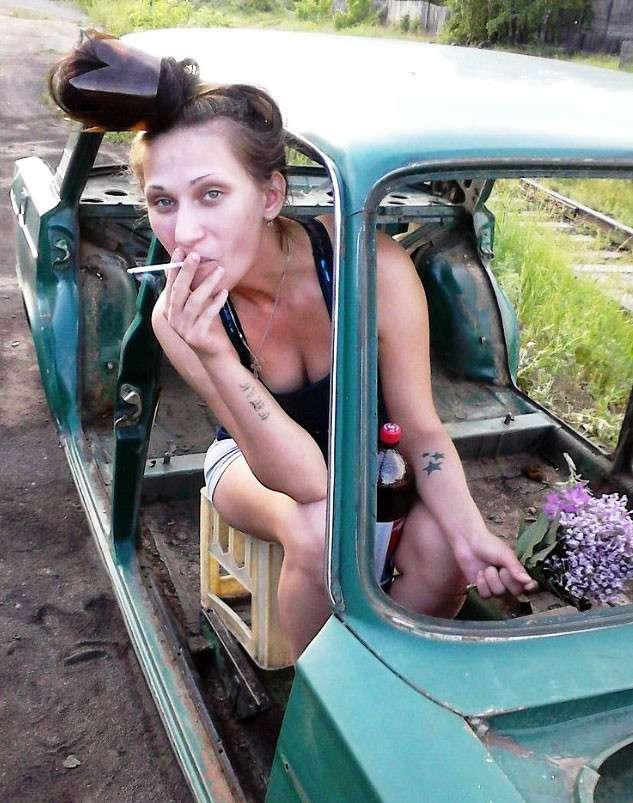 Какого черта тут происходит: необъяснимые фотографии россиянок с сайтов знакомств-22 фото-