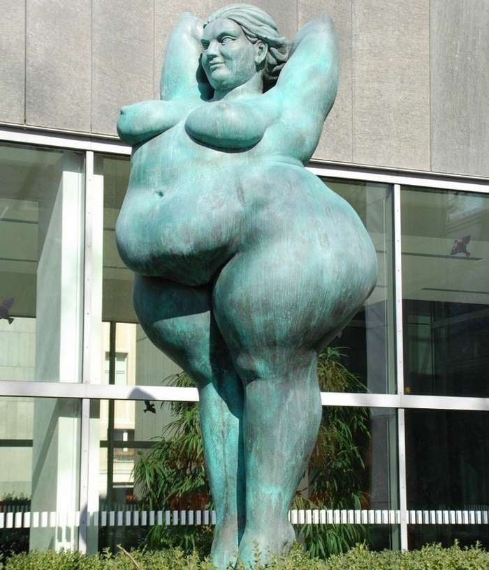 Странные и необычные памятники и статуи со всего мира-23 фото-