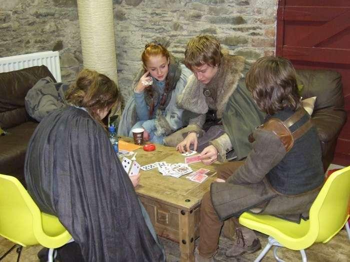 15 снимков со съемочной площадки -Игры престолов-, не предназначенных для зрительских глаз-16 фото-